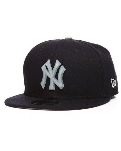 9cbdbe6bc00 Buy 9Fifty New York Yankees Badge Brilliant Snapback Cap Men s Hats ...