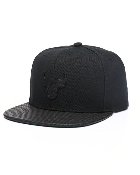 quality design bd209 a6edc Mitchell   Ness - Chicago Bulls Matte Lux Snapback Hat