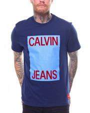 Calvin Klein - LARGE STACKED FLOCKED LOGO TEE-2248601