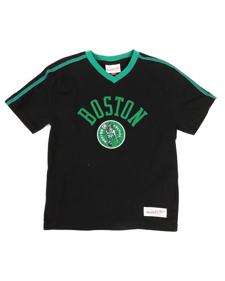 Mitchell & Ness - Overtime Win V-Neck Boston Celtics T-Shirt (8-20)