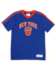 Mitchell & Ness - Overtime Win V-Neck NY Knicks T-Shirt (8-20)-2326888