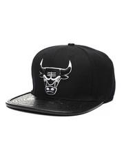 NBA, MLB, NFL Gear - Chicago Bulls Leather Buckle Hat-2432219