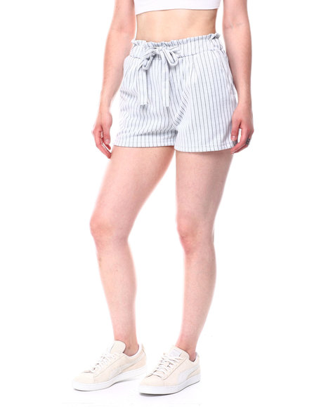 Fashion Lab - Tied front draw string detail side pocket shorts