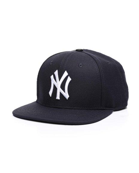 Pro Standard - New York Yankees Logo Snapback Hat