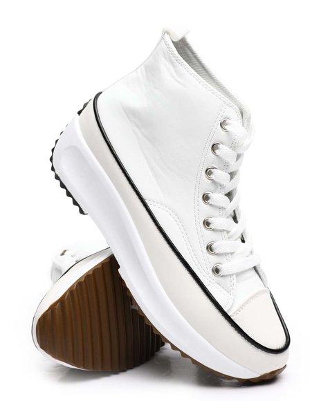 Fashion Lab - Street Smart Sneakers