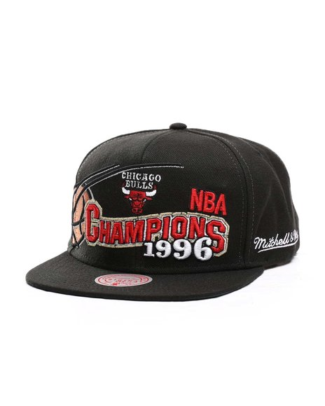 Mitchell & Ness - Chicago Bulls 96 Champions Wave Snapback HWC