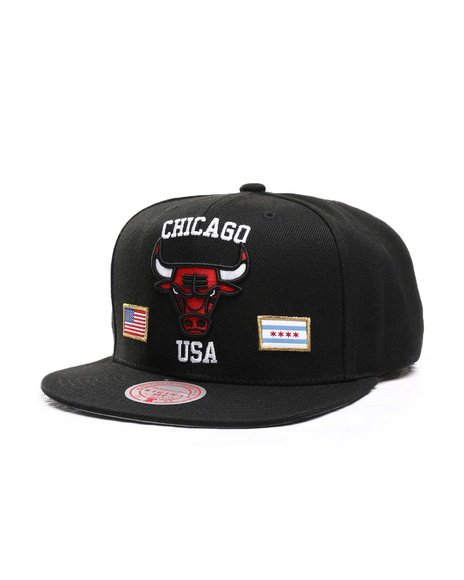Mitchell & Ness - Chicago Bulls USA City Pride Snapback Hat