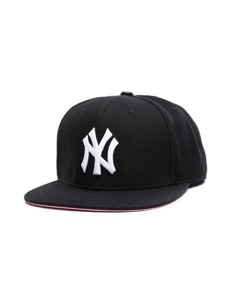 Pro Standard - New York Yankees Logo 1999 World Series Snapback Hat